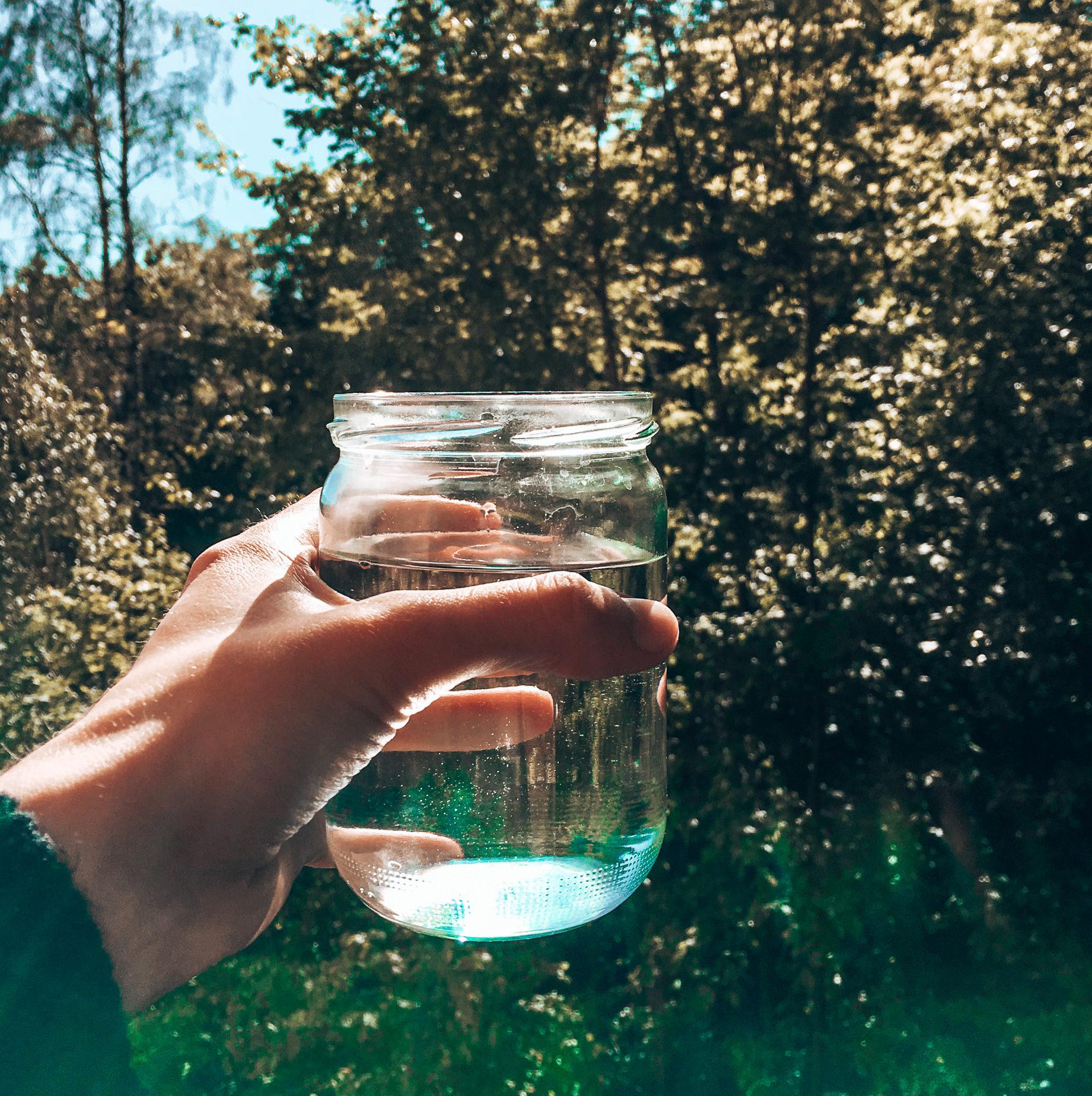 Ein Glas Wasser am Morgen
